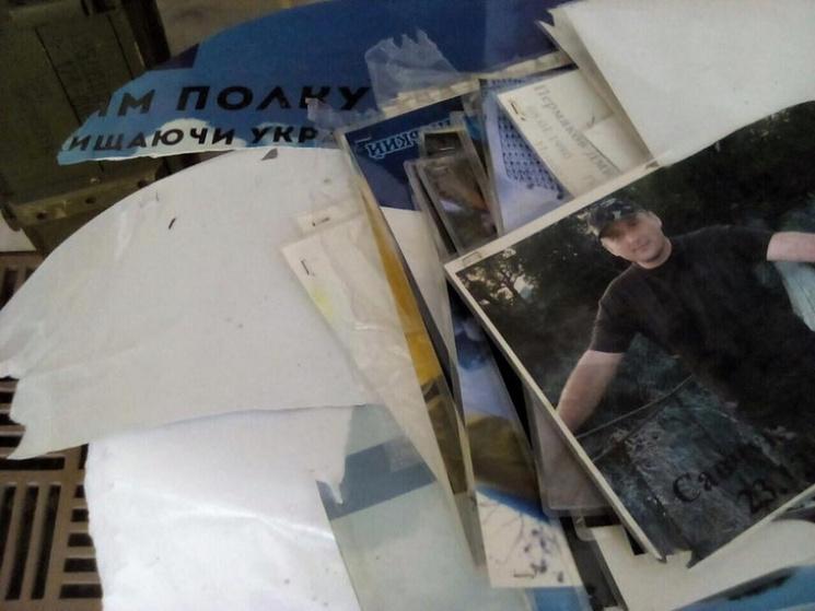 ВДнепре состелы Героев вандалы сорвали фотографии погибших вАТО Героев
