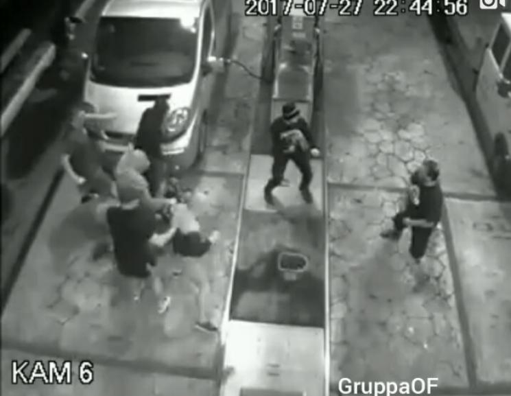 Украинские фанаты избили болельщиков ПАОК забаннер сПутиным