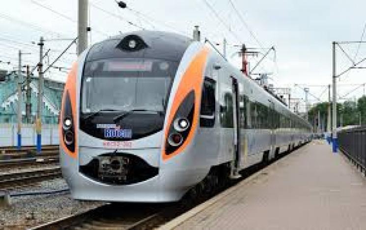 Укрзалізниця призначила другу пару потягів доПеремишля