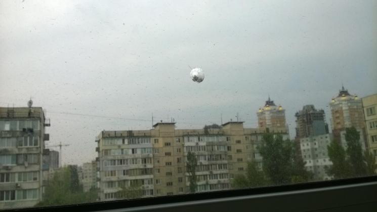 ВКиеве молодая женщина выпрыгнула сбалкона 10 этажа