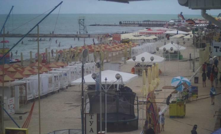 Пляжі херсонських курортів спорожніли (ФОТО)