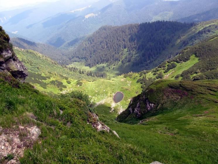 Якими краєвидами по обидва боки кордону вражає карпатський Піп Іван