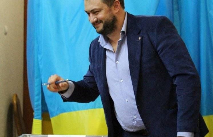 На автомобіль миколаївського депутата приклеїли фалос (ФОТО)