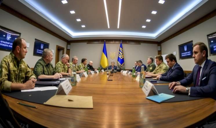 """Відео дня: Раду пікетують шахтарі, Порошенко підписує """"революційний"""" закон"""