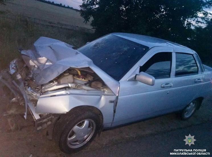 На Миколаївщині легковий автомобіль протаранив вантажівку (ФОТО)