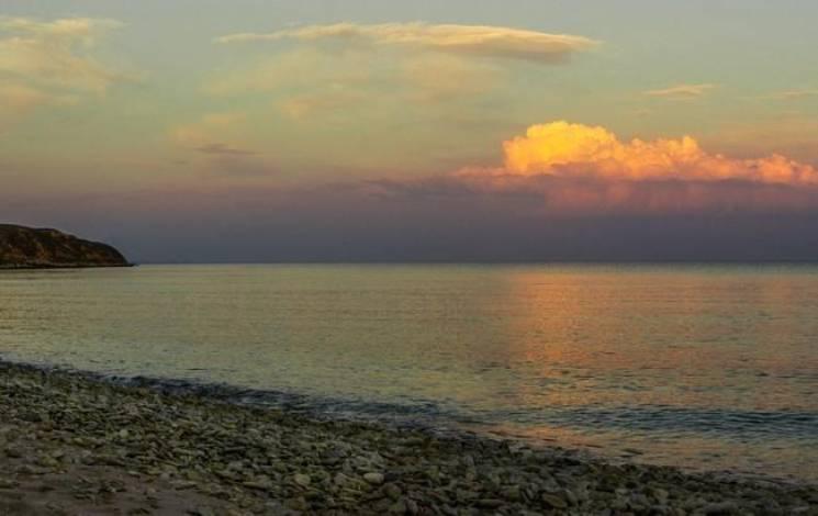 Крим до і після анексії: В мережі порівняли пляжі Коктебелю п'ять років тому і зараз