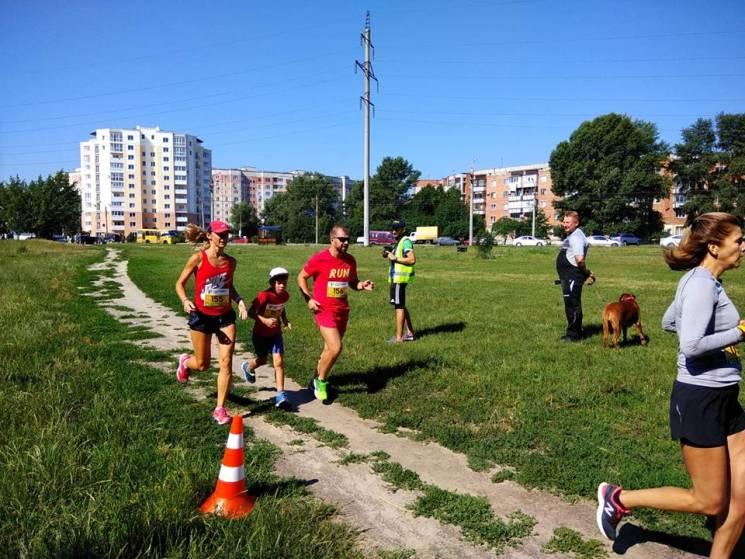 Полтавці цілими сім'ями долали п'ятикілометровий Прирічковий крос (ФОТО, ВІДЕО)
