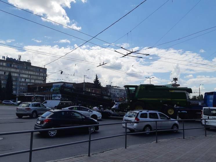 У Вінниці вантажівка  з Миколаївщини зупинила рух у місті (ФОТО)