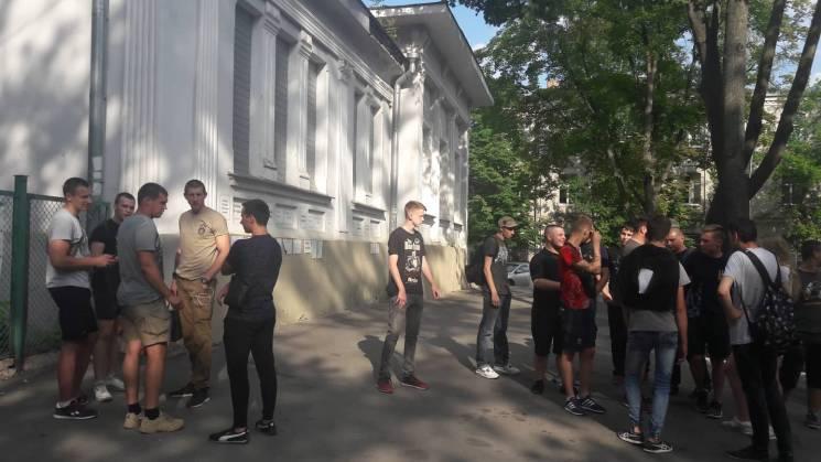 У Харкові на підтримку Віди та Вукоєвича пікетували Генконсульство Росії (ФОТО)