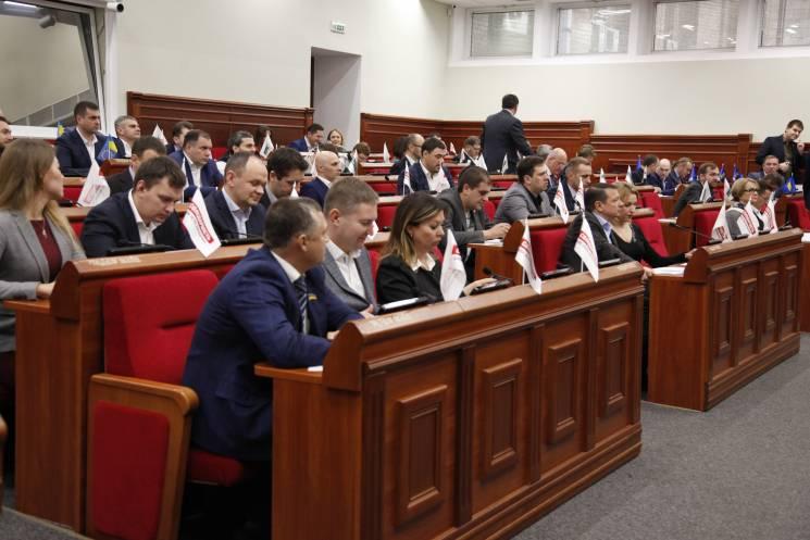 Літо дерибану: Київрада пачками приймає скандальні ДПТ з бетонними монстрами