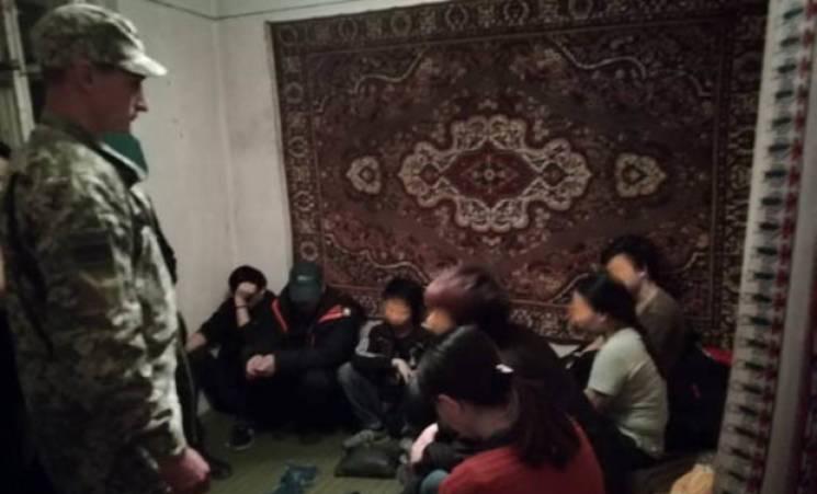 У Перечині в приватному будинку ховалися 13 нелегалів з В'єтнаму (ФОТО)