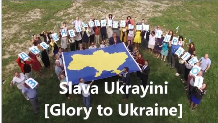 """Як """"Слава Україні!"""" крокує світом: Від футболістів до президентів країн (ВІДЕО)"""