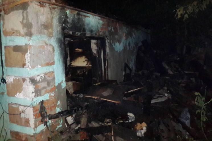 На Харківщині з палаючого будинку врятували літнього чоловіка (ФОТО)