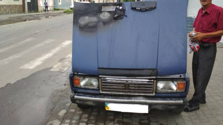 У центрі Ужгорода загорівся автомобіль (ФОТО)