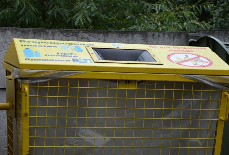 Спецінспекція Кропивницького повернула сміття тим, хто лишав його під сусідським будинком