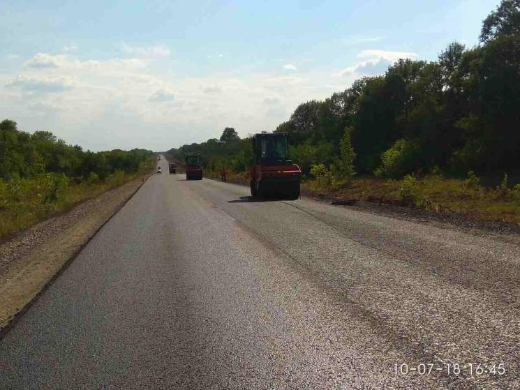 В Олександрійському районі завершують ремонт дороги на Полтавщину
