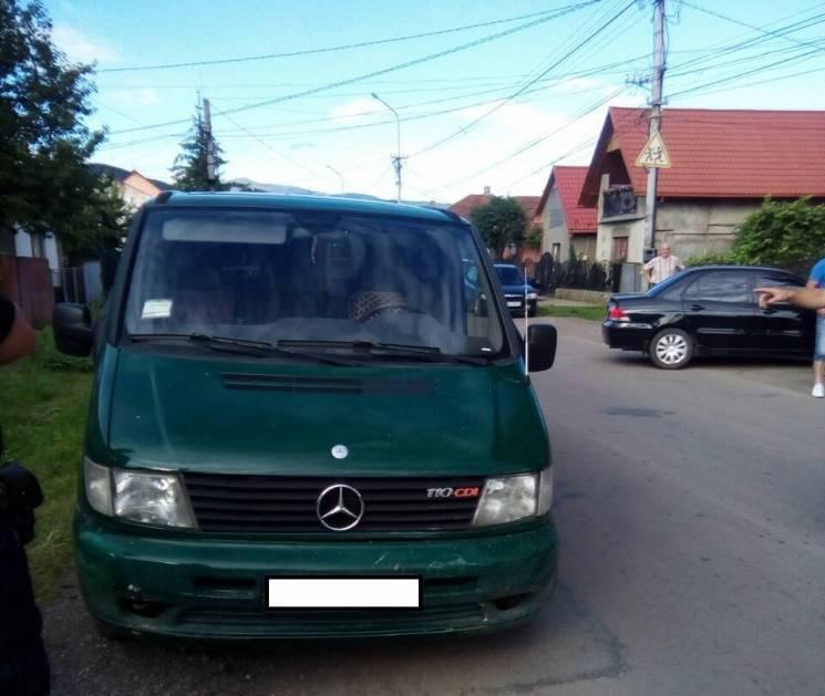 У Сваляві п'яний водій на Mercedes в'їхав у автівку (ФОТО)