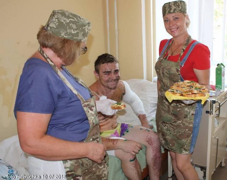 Посіченого осколками бійця перевели до військового шпиталю Дніпра