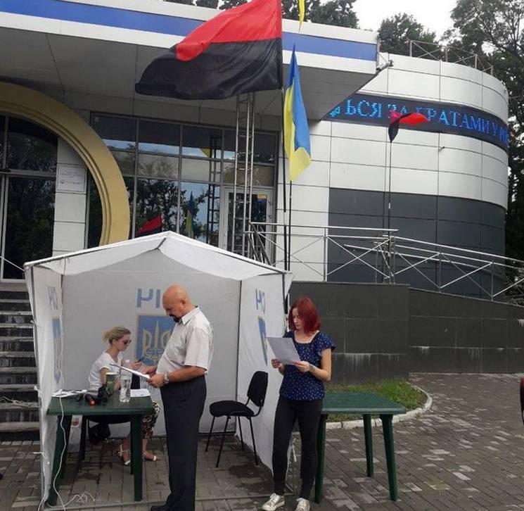 У Дніпрі збирають підписи на підтримку полонених