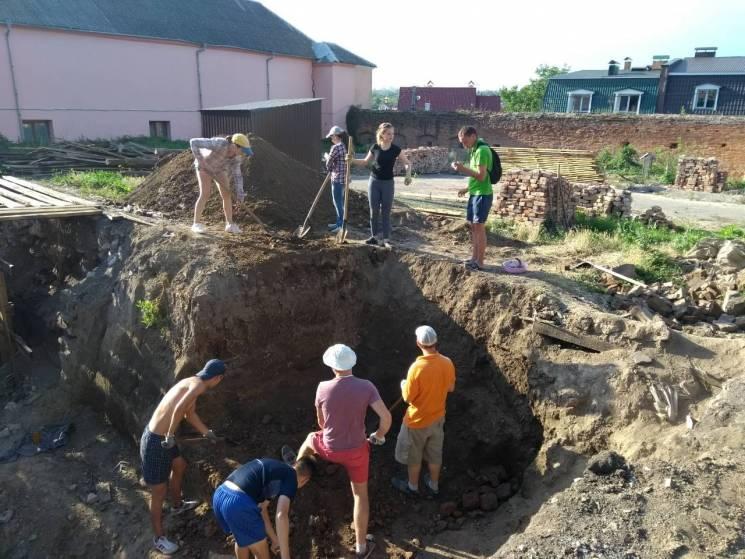 Вінничан запрошують взяти участь у розкопках біля Мурів (ФОТО)