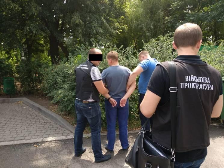 """На Дніпропетровщині на хабарі затримали посадовців """"Укрзалізниці"""""""