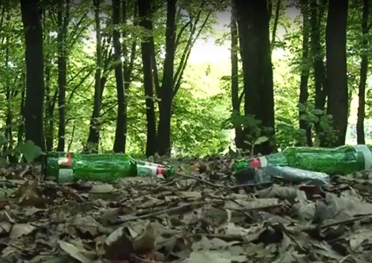 """У Мукачеві """"п'яний лісок"""" перетворився ще і на сміттєзвалище (ВІДЕО)"""