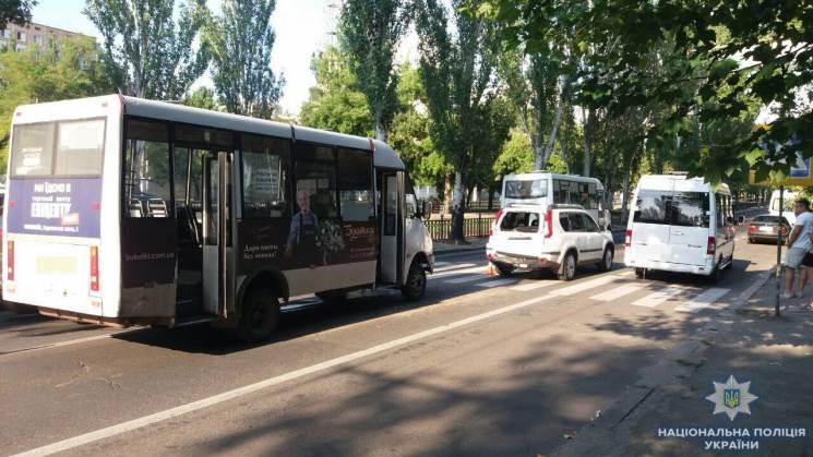 На центральному проспекті Миколаєва у ДТП постраждали пасажири маршрутки