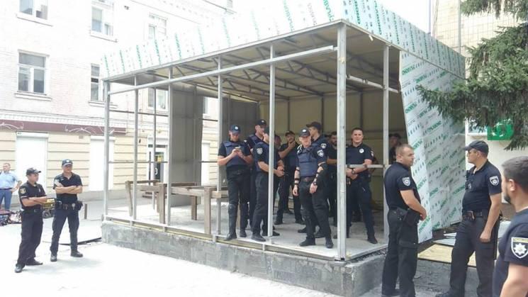 """Протистояння біля МАФу """"Ятраня"""": Поліція застосувала силу"""