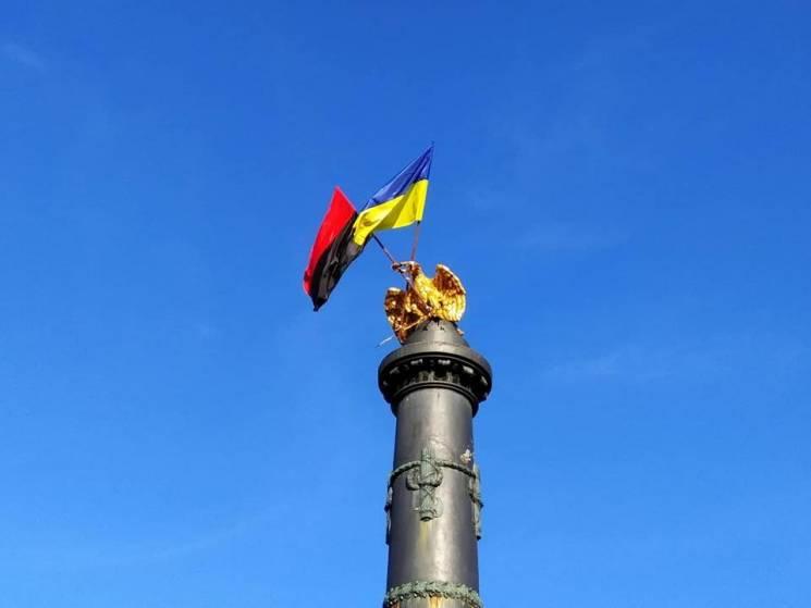 Полтавська облрада провалила голосування щодо використання червоно-чорного прапора