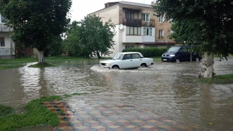 Злива на Хмельниччині: У Дунаївцях стався потоп (ФОТО, ВІДЕО)