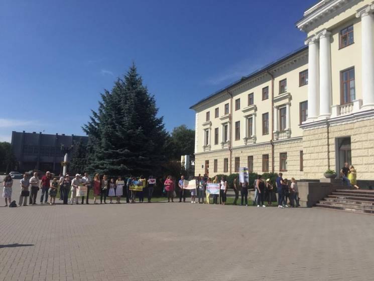 У Хмельницькому під Будинком рад розпочалася акція (ФОТО)