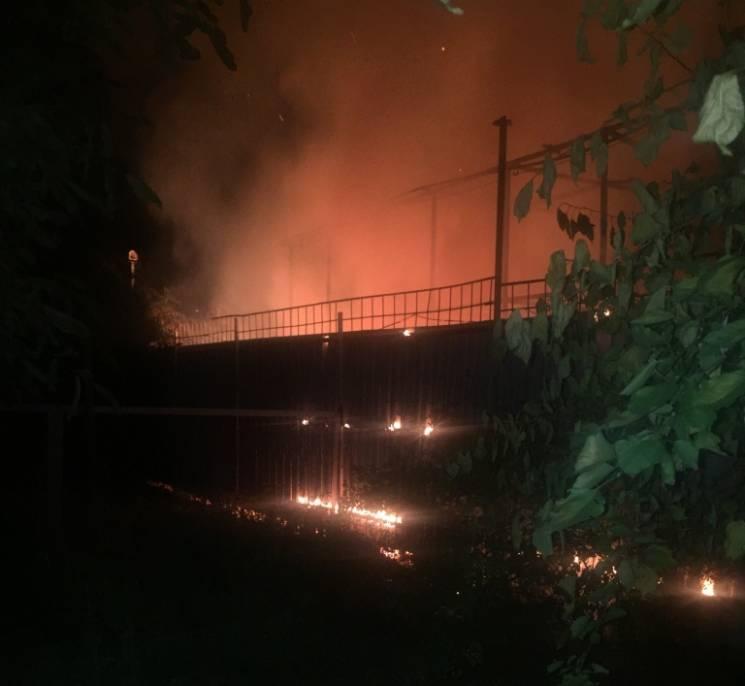 На Херсонщині загорівся дитячий майданчик (ФОТО)