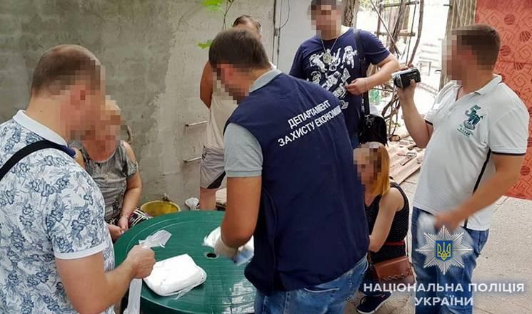 На Дніпропетровщині на хабарі затримали помічника голови суду та заступника міського голови