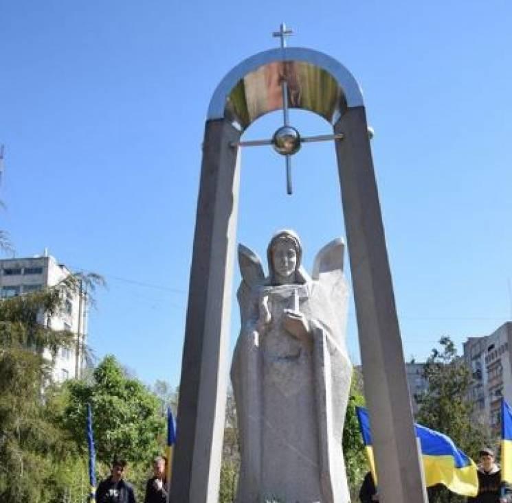 У Миколаєві вандали пошкодили меморіал чорнобильцям
