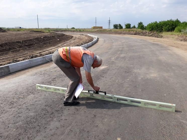 Автодорівці показали, як контролюється будівництво дороги біля Дніпра