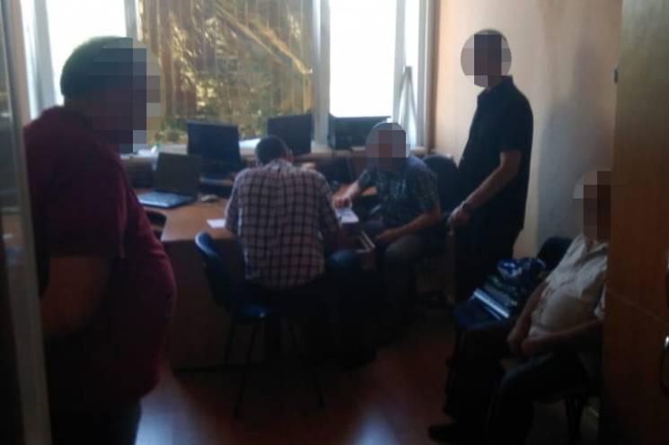 На Запоріжжі намагалися підкупити детектива, що розслідує розкрадання військового майна (ФОТО)