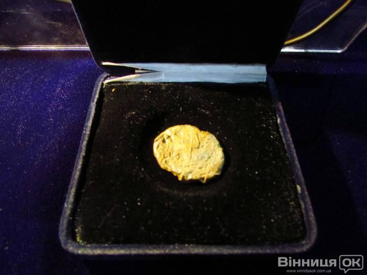 Унікальний експонат: У Вінницькому музеї презентували печатку князя Святослава (ФОТО)
