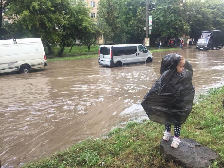 Тернопіль заливає дощ. У місті - мінікатастрофа (ВІДЕО)