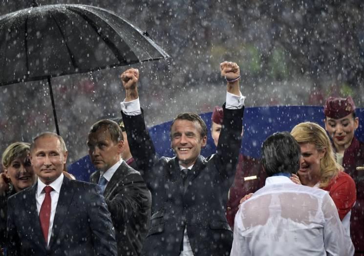 Реакція соцмереж: Як парасоля Путіна затьмарила успіх збірної Франції на ЧС-2018