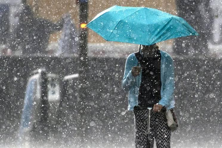 Липневий шторм: На Київ суне злива з грозою, шквали та магнітна буря
