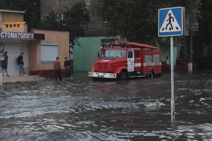 До ранку рятувальники в Хмельницькому ві…