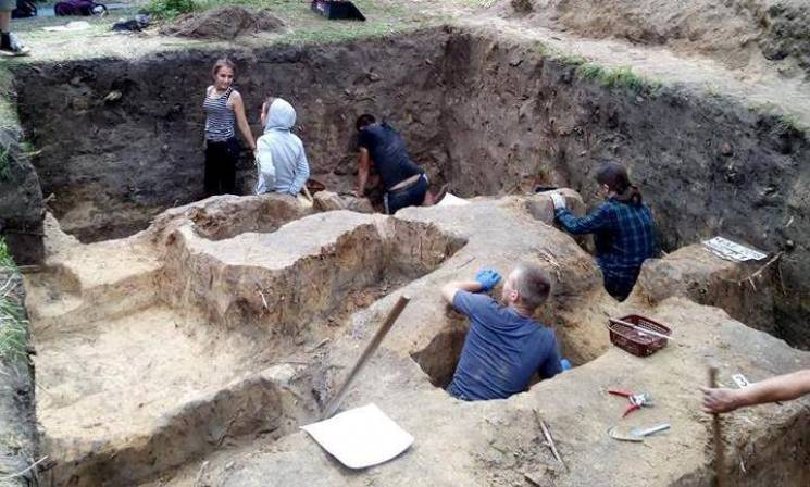 У Чернігові розкопують семиярусне кладовище (ФОТО)