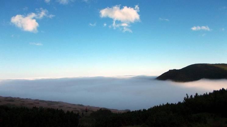 """Після дощу: Як у Карпатах можна опинитися """"вище неба"""" (ФОТО)"""