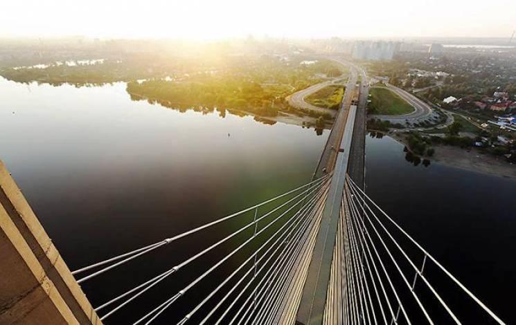 На вихідних на столичному Південному мосту анонсували затяжні затори