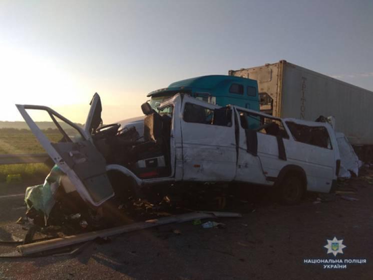Розслідуванням двох трагічних ДТП з 15 загиблими займеться урядова комісія