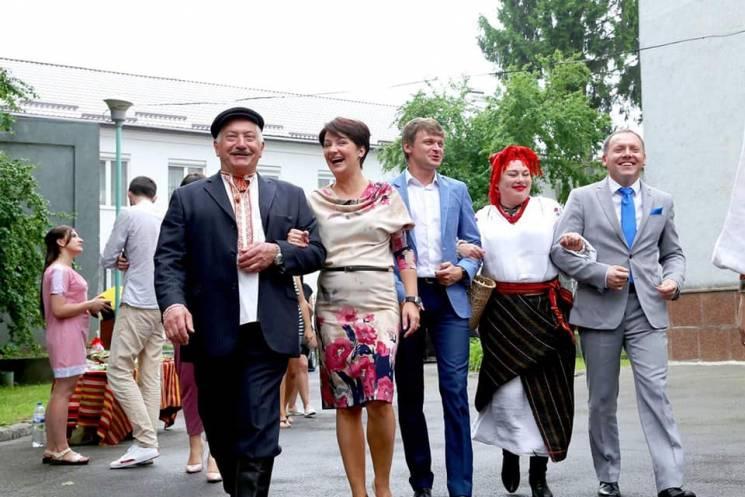 Як заступник Міністра юстиції на Хмельниччині на весіллі в робочий час гуляла (ФОТО)