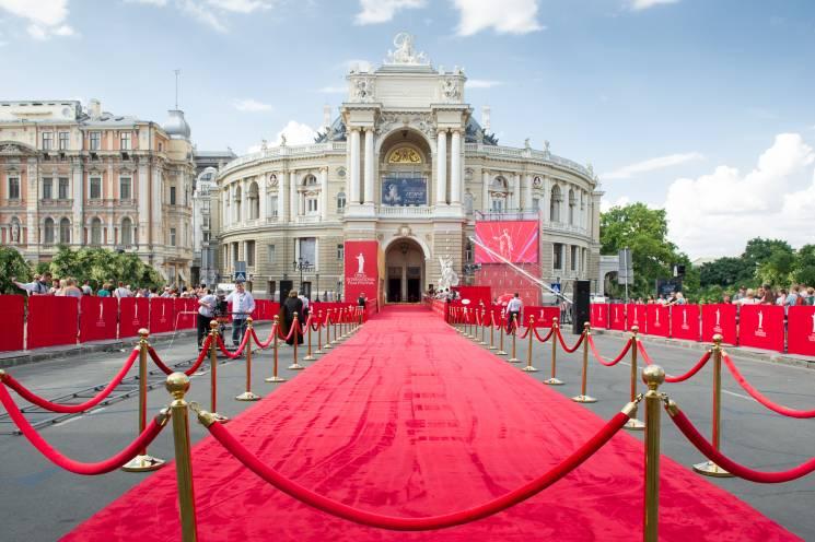 Зірки та селебріті знову похизувалися вбранням на червоній доріжці в Одесі