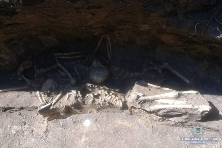 Останки четырнадцати неизвестных тел рас…