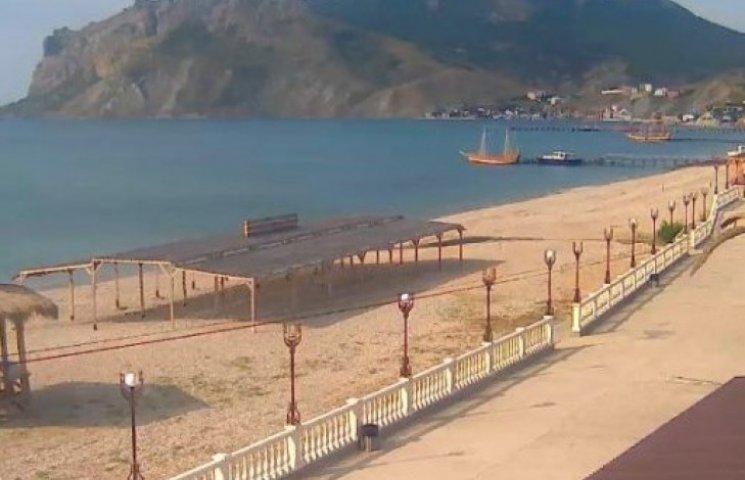 Крым встретил лето «мертвыми» пляжами
