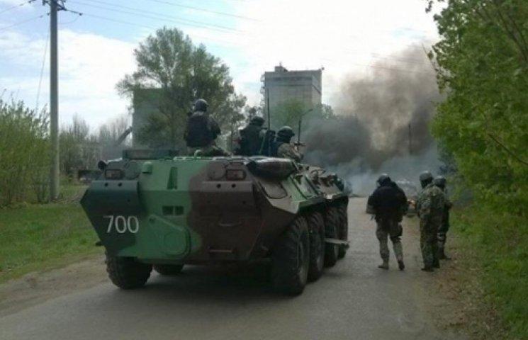 Террористов в Луганске нейтрализуют с помощью авиации и бронетехники